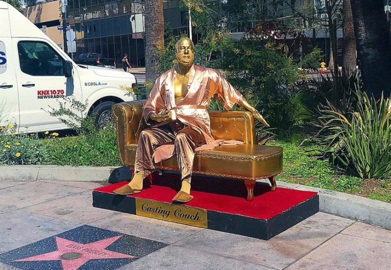 «На диване с Харви»: в Голливуде установили статую скандального Вайнштейна - «Я и Секс»