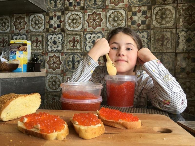 «Вас еще не тошнит от нее?»: Алексей Панин показал запасы красной икры - «Я и Здоровье»