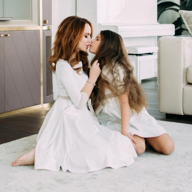 """""""Этот поцелуй выглядит странно"""": поклонники обсуждают фото МакSим с дочерью - «Я и Дети»"""