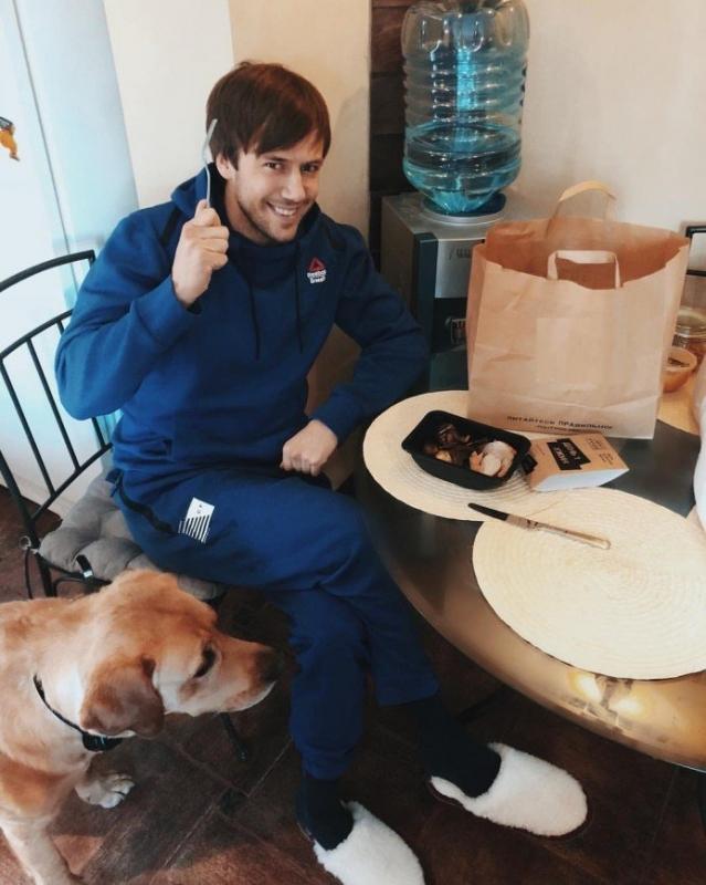 «Температура 40,4 градуса»: Иван Жидков попал в больницу с отравлением - «Я и Здоровье»