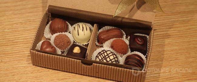 Оформляем конфеты для подарка