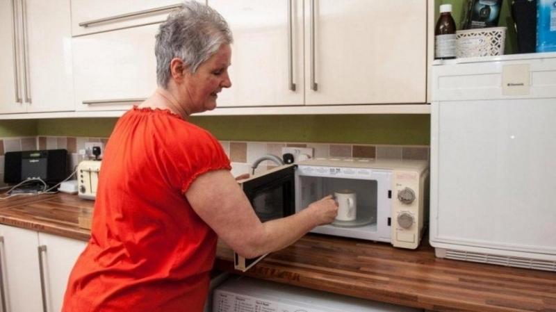 Попытка сварить яйцо в микроволновке обернулась для британки больницей - «Я и Кухня»