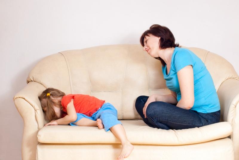 Ребенок заперся в комнате и отказывается разговаривать - «Семья»