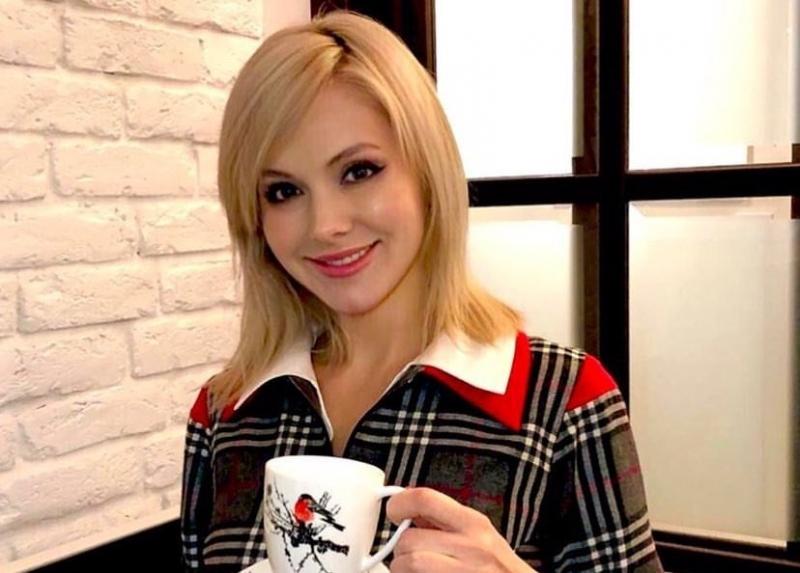 Певица Натали призналась, что после коррекции груди месяц спала сидя - «Красота»