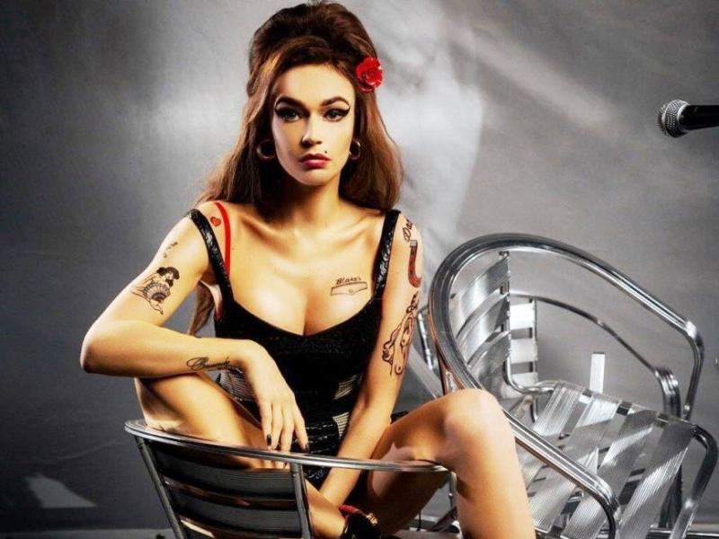 Алена Водонаева вспомнила о близости под неуместную песню - «Я и Секс»