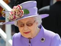 Королева Елизавета убрала со стола фото с Меган Маркл - «Про жизнь»