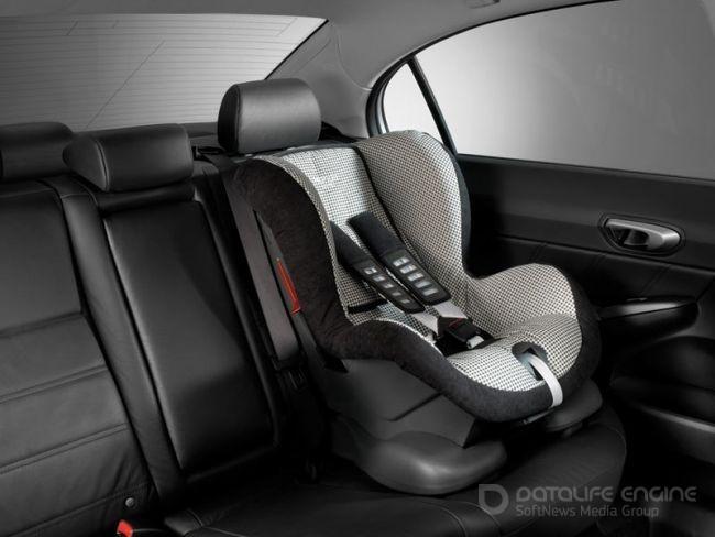 Детское кресло в машине: незаменимый элемент при поездке с ребенком