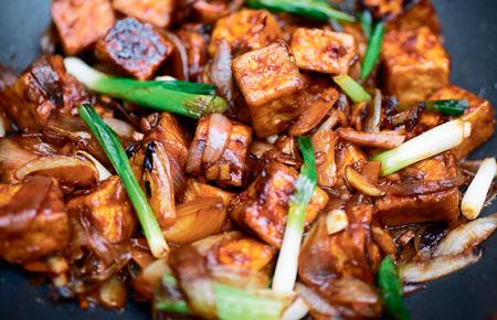 Еда на работу: 2 постных рецепта для ланчбокса. Чечевица и тофу с рисом - «Дом»