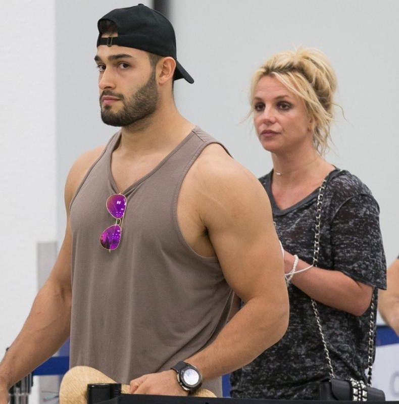 """""""Как Алла и Максим"""": Бритни Спирс выглядит мамой своего молодого возлюбленного - «Я и Отдых»"""