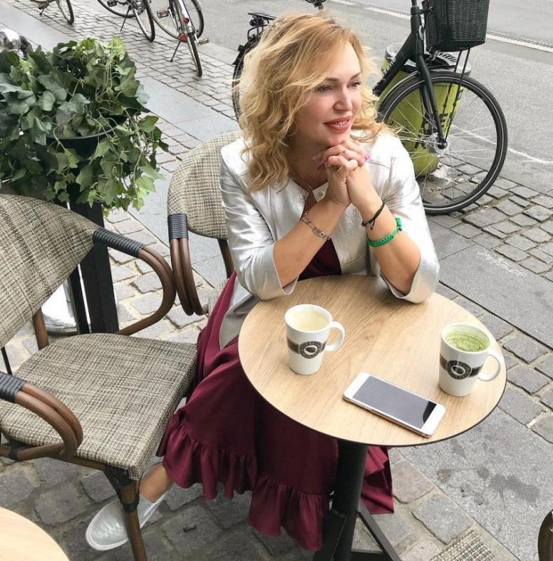 «Дома не поговорить?»: Алла Довлатова общается со старшей дочерью в Копенгагене - «Психология»