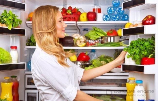 Как хранить продукты в холодильнике, чтобы еда оставалась свежей дольше?