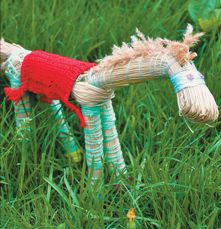 Первая поделка лета: лошадка из травы. Мастер-класс с фото - «Досуг и хобби»