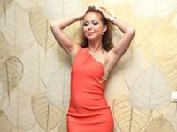 Одеваем русских звезд: 42-летняя Елена Захарова в бельевом топе - «Я и Мода»