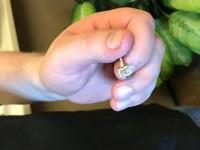 Потерянное в мусоре кольцо с бриллиантом за $30 тысяч нашли за четыре минуты - «Про жизнь»
