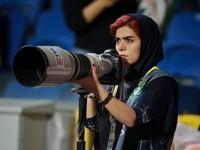 Иранская журналистка нашла оригинальный способ посмотреть футбол и прославилась - «Про жизнь»