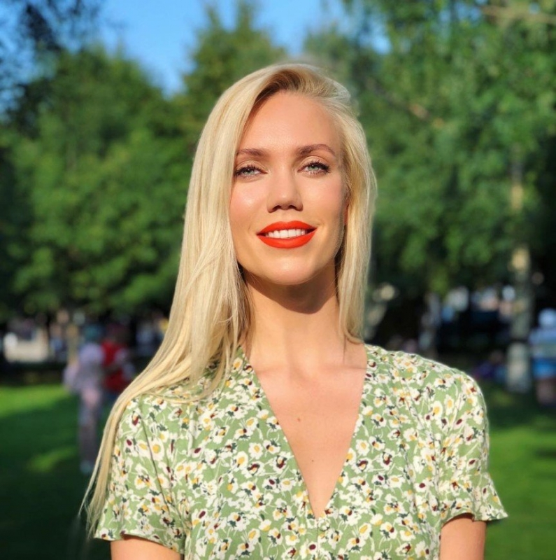 Елена Крыгина дала полезные советы по естественному выгоранию волос - «Красота»