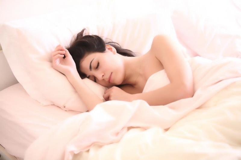 Ученые признали длительный сон опасным для жизни - «Я и Здоровье»