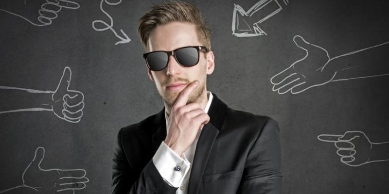 10 признаков неуверенных в себе мужчи