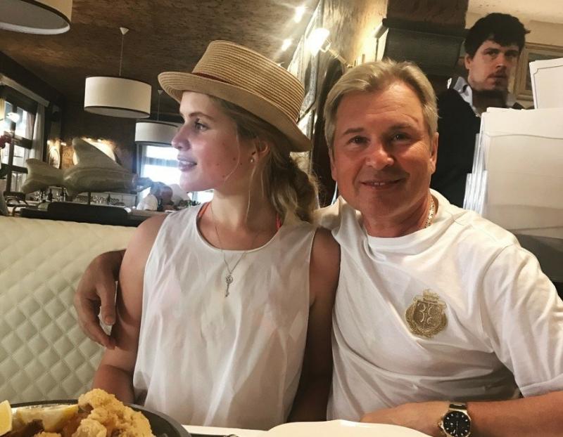 Клубника в конце августа: Устинья Малинина показала свой завтрак - «Я и Кухня»