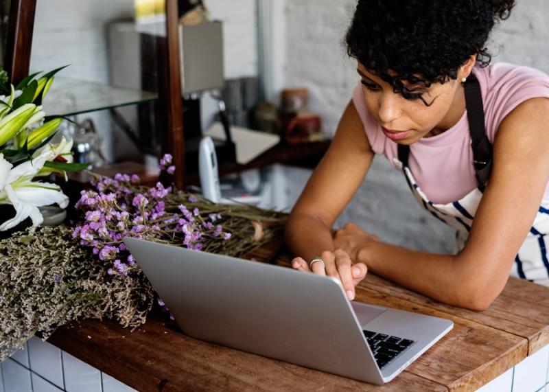 Как привлечь клиентов: соцсети или собственный сайт? - «Семья»