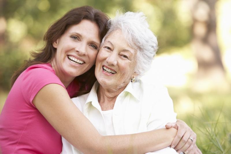 Пожилые родители: нанять сиделку или обратиться за социальной помощью? - «Семья»