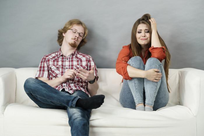 Что такое газлайтинг и как избежать его в отношениях - «Семейные отношения»