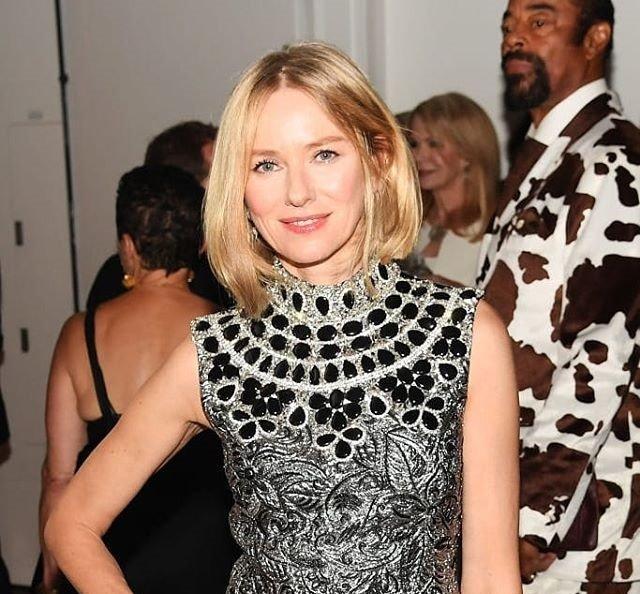 Наоми Уоттс покорила стилем на благотворительной премии в Нью-Йорке - «Красота»
