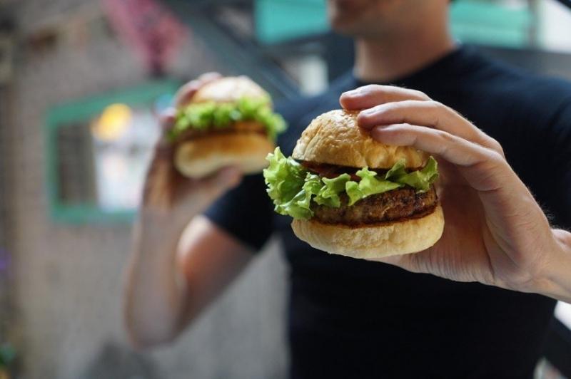 Еще один минус фастфуда: ученые связали депрессию с питанием - «Я и Здоровье»