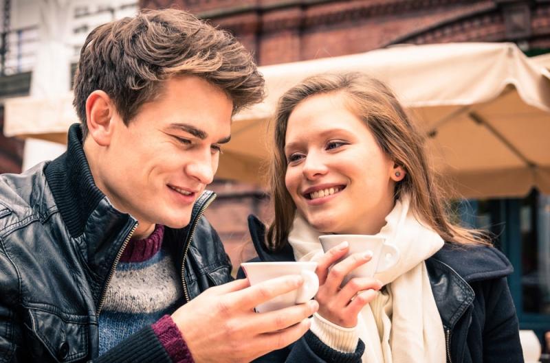 Ошибки языка тела: 10 жестов, способных испортить ваше первое свидание - «Семья»